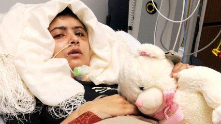 Malala Yousafzai durante su convalecencia